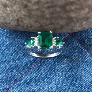 Simulated emerald ring with diamond accents☘️☘️